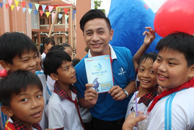 Chương trình có sự góp mặt của diễn viên Đình Toàn trong vai trò MC.